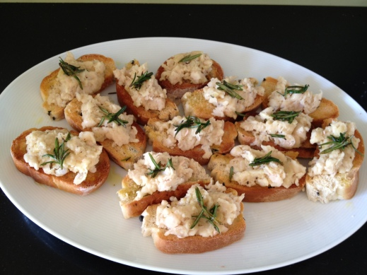 Crostini with squashed cannellini beans